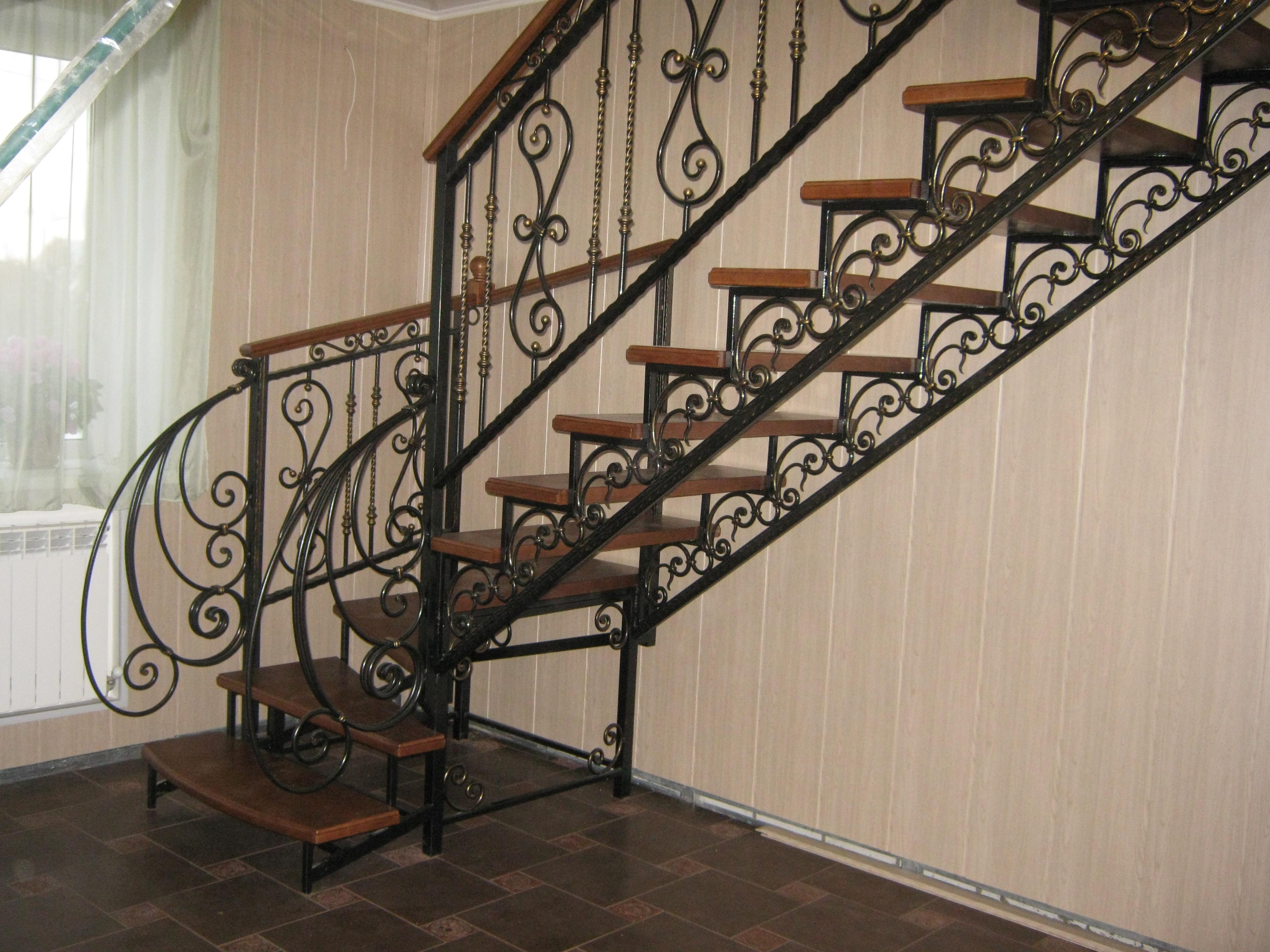 для лестницы металлические кованые дома фото есть те
